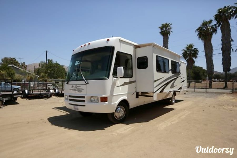 35ft Seabreeze class A Perris, CA Dinette & couch side slide out