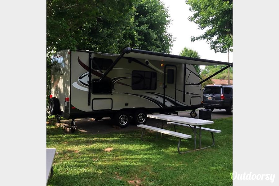 exterior 2015 Keystone Passport Ultralite Family Camper! Chattanooga, TN
