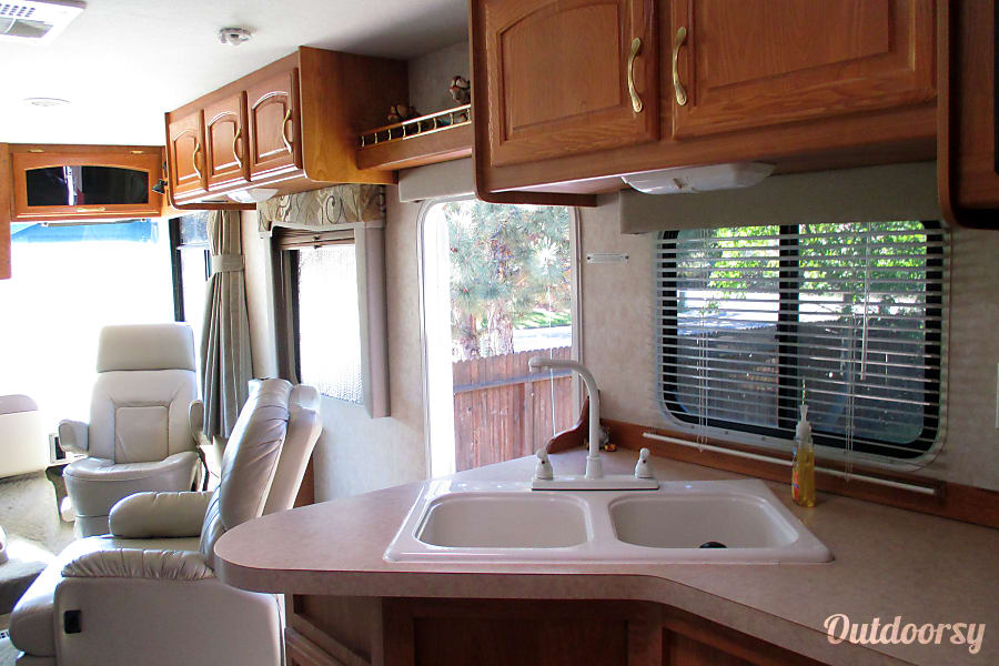 2005 Georgie Boy Landau Boise, ID Apartment size kitchen