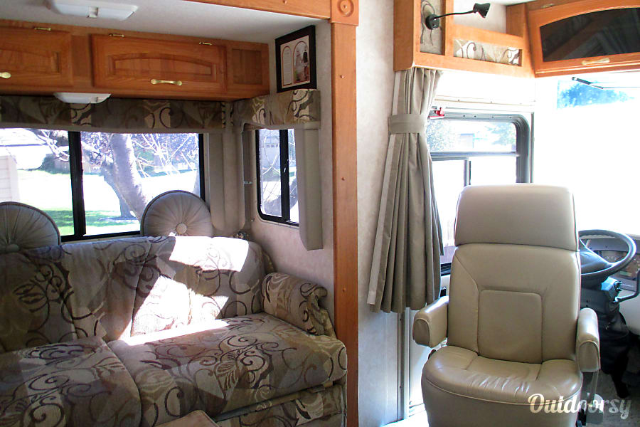 2005 Georgie Boy Landau Boise, ID Luxury drivers and passenger seating
