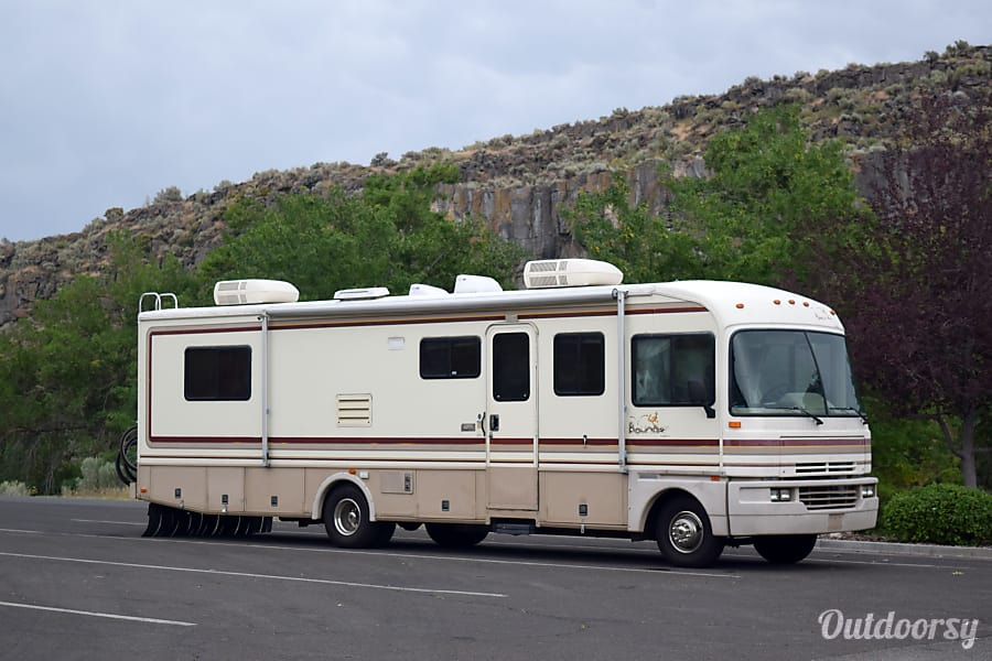 1995 Fleetwood Bounder Motor Home Class A Rental In