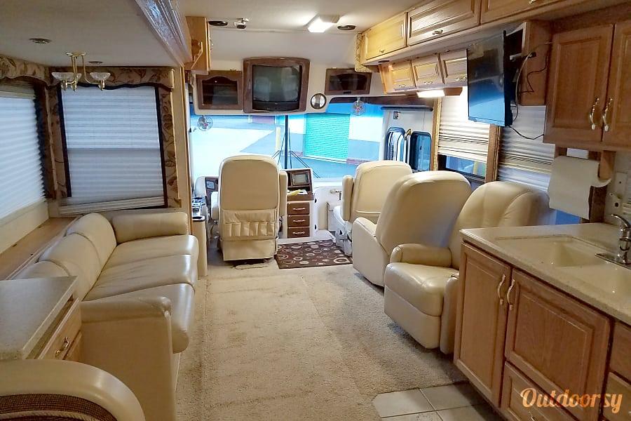 interior 40ft Luxury Diesel Pusher RV--Sleeps 6 Snellville, GA
