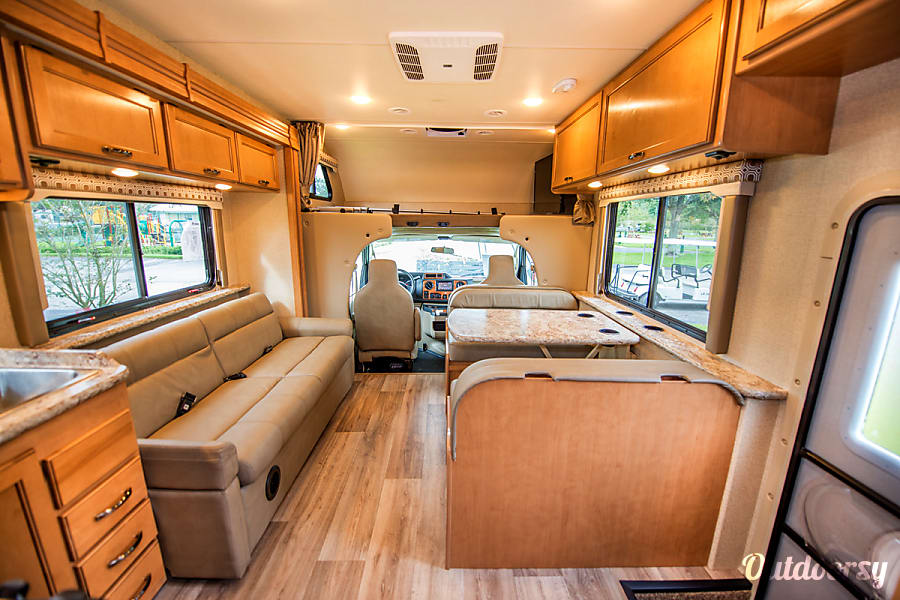 interior 2017 Thor Four Winds 30D Seffner, FL