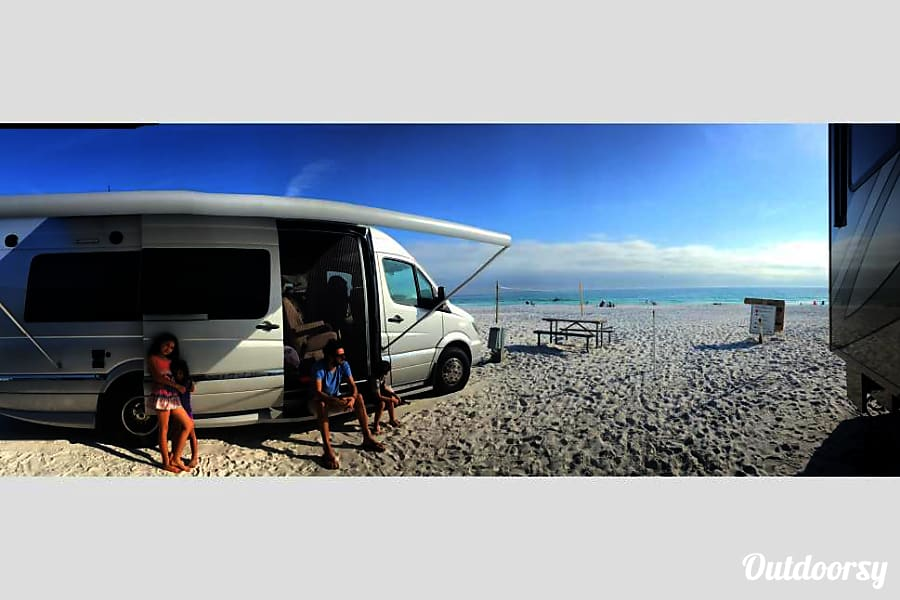 BEAUTIFUL MERCEDES SPRINTER WINNEBAGO ERA 70X CLASS B Dana Point, California