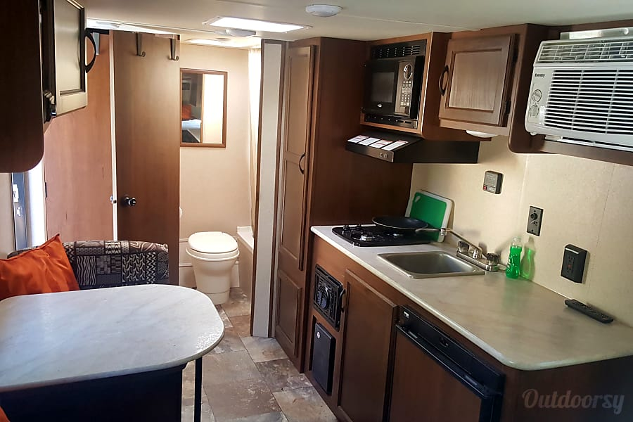 Jayco Jay Flight SLX 195 RB Baja Edition Bend, OR Kitchen Space with Microwave and A/C!