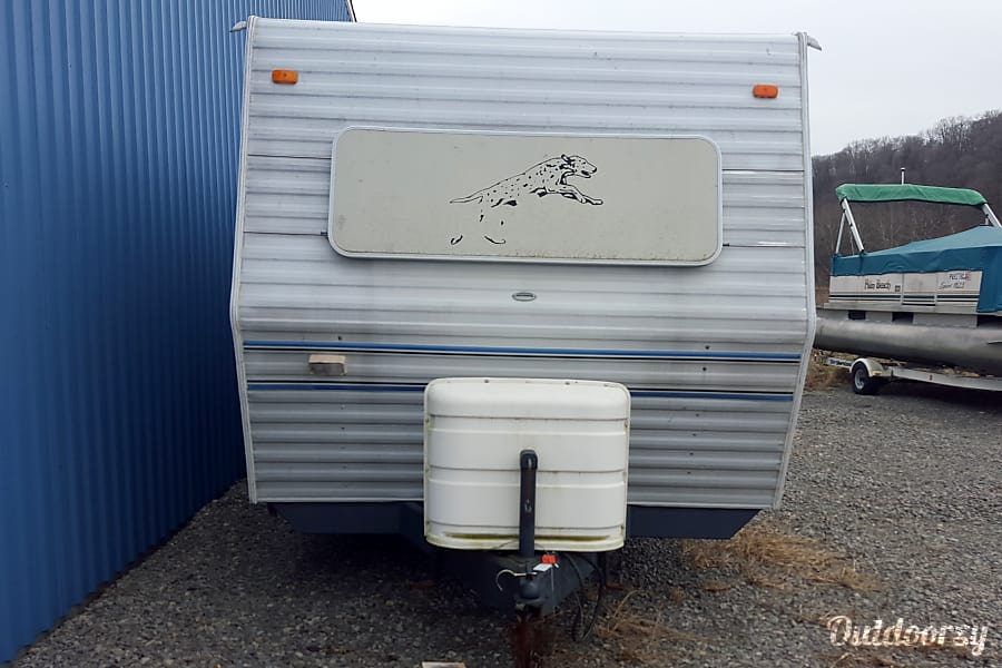 1994 Coachmen Catalina Zelienople, PA Front of camper.  Two 30# propane tanks.