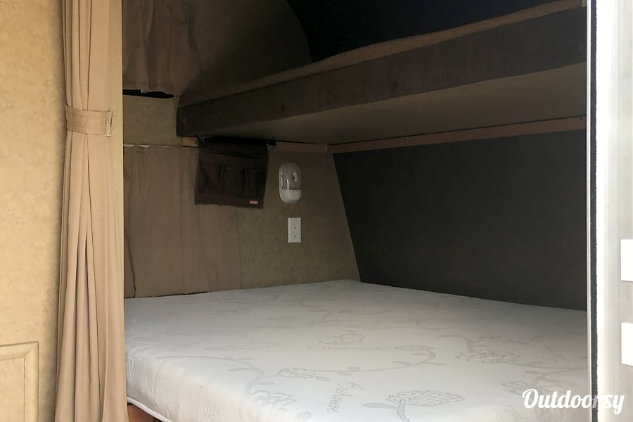 20 ft. 2013 Jayco Jay Flight Swift 198RD Liberty Hill, TX Queen (short) memory foam mattress with a single bunk over.