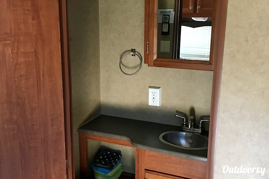 20 ft. 2013 Jayco Jay Flight Swift 198RD Liberty Hill, TX Flush toilet, sink, and shower. Powered exhaust fan.