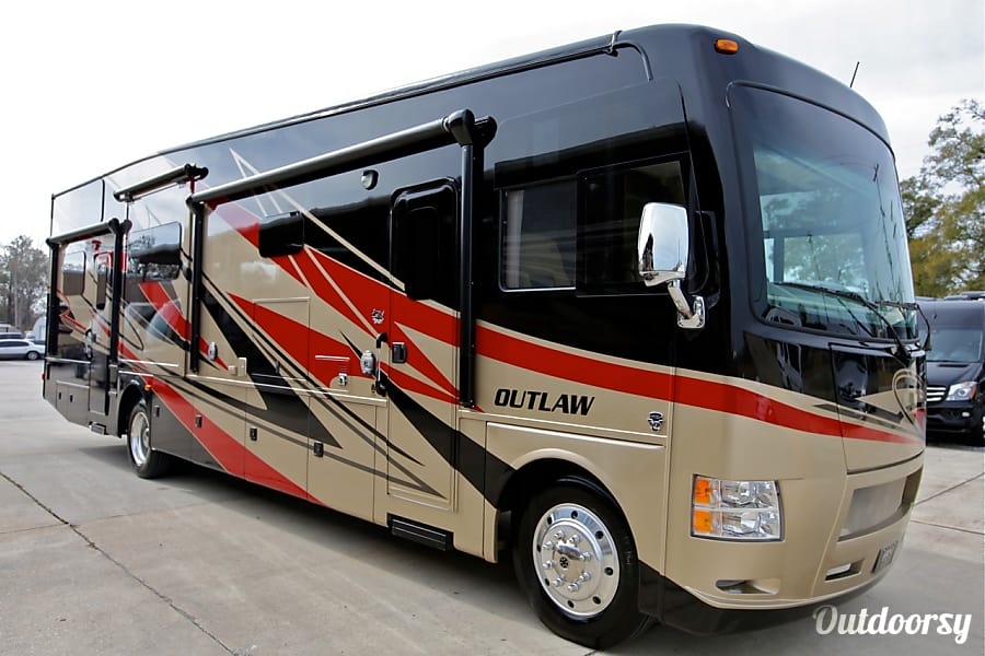 2015 Thor Motor Coach Outlaw Motor Home Class A Rental In