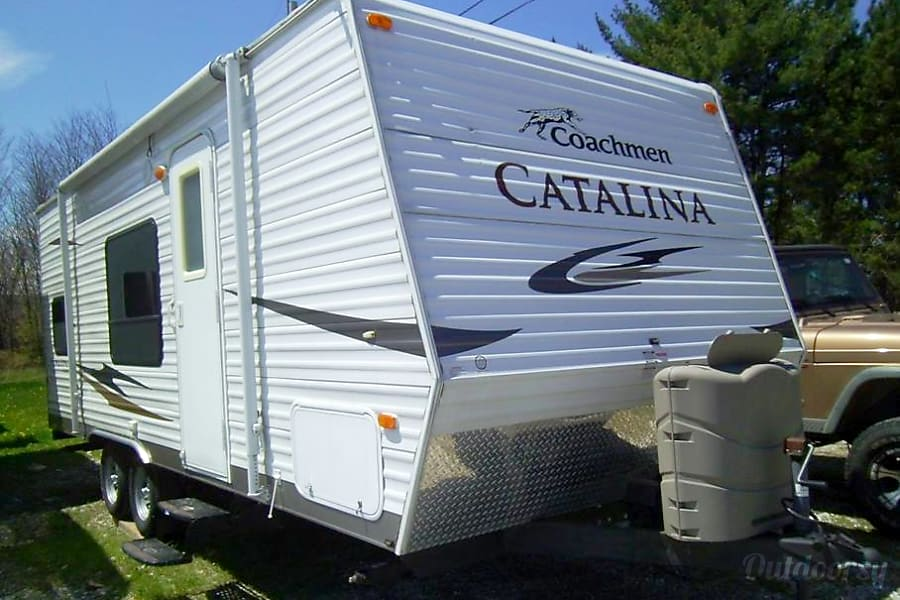 exterior 2011 Coachmen Catalina Whitehall, NY