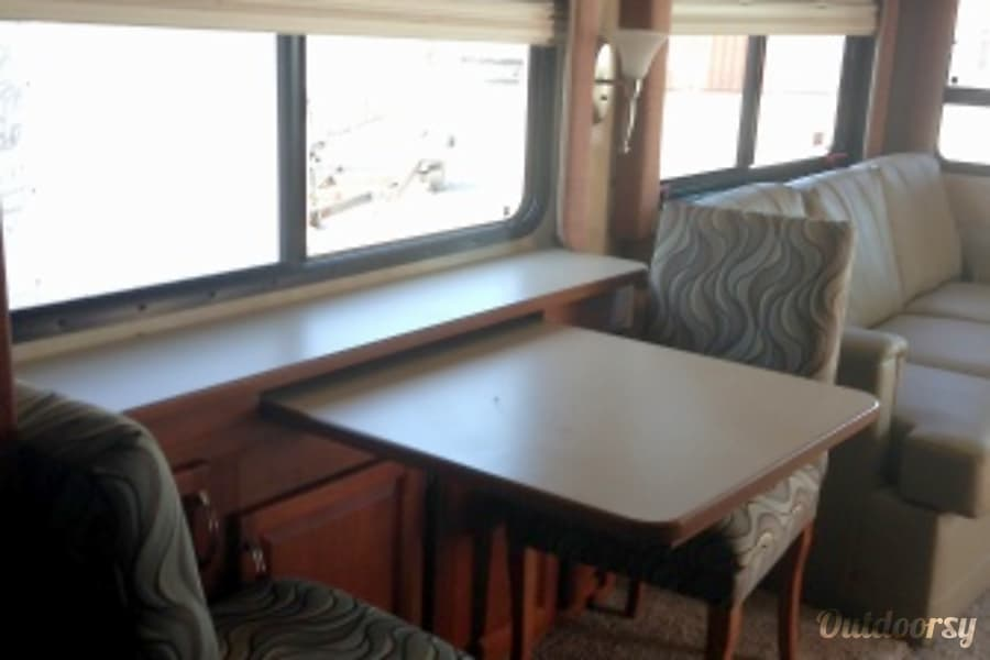 AG5638 2010 Holiday Rambler Admiral Riverside, MO Dinette (free-standing)