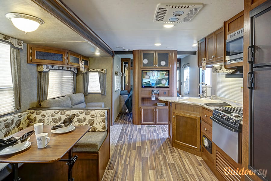 All New 2017 Keystone Hideout Luxury Edition!! Free Delivery with in a 100 miles of Tampa with 7 or more night rentals. We do deliver to Fort Wilderness. Tampa, Florida