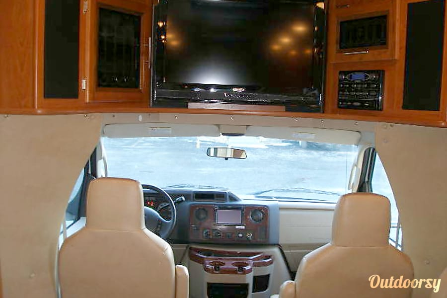 BG5940 2012 Coachmen Concord Riverside, MO Cockpit with entertainment center above