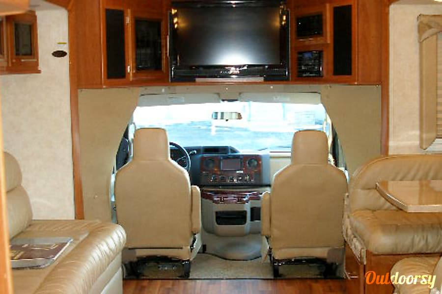 BG5940 2012 Coachmen Concord Riverside, MO Interior shot (booth dinette on right makes into a bed)
