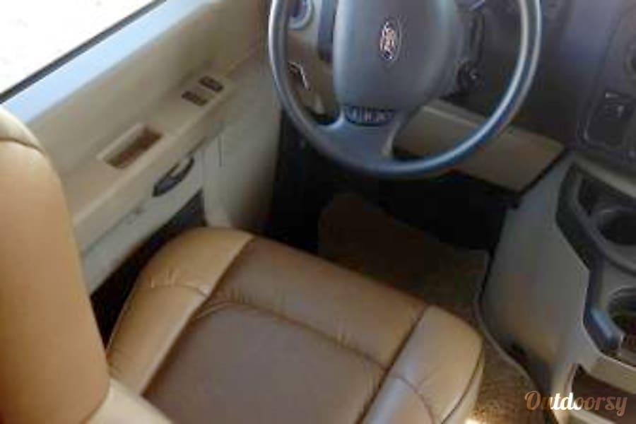 interior CG8737 2014 Thor Motor Coach Chateau Riverside, MO