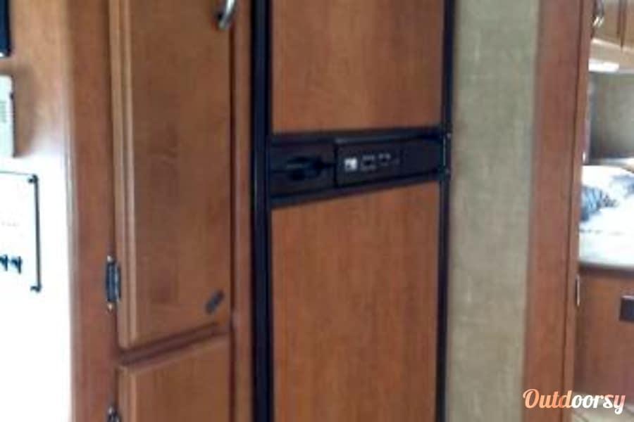 CG2906 2014 Thor Motor Coach Chateau Riverside, MO Refrigerator/freezer