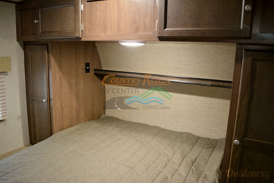 2015 Palomino Solaire Ultra Lite Hybrid- Best Experience Waxahachie, TX Enclosed Queen Bedroom