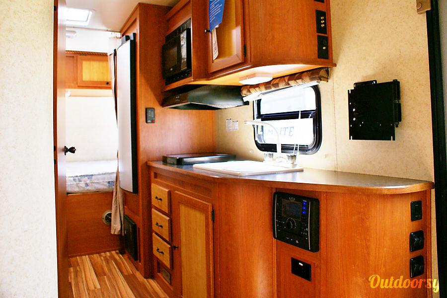 interior 2015 Gulf Stream Vista Cruiser Midland, MI