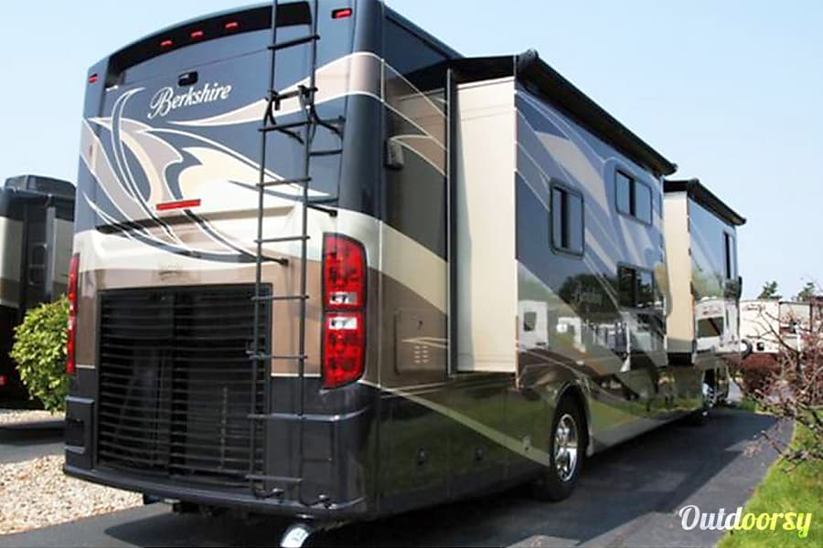 exterior Luxury Motor Coach Evansville, IN