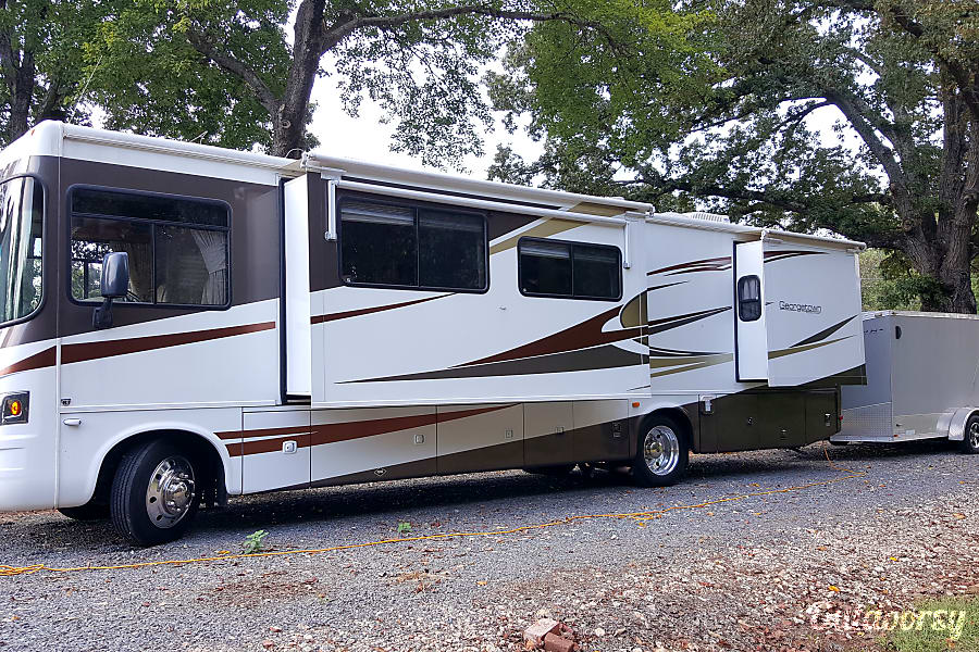 exterior 36 FT. Forest River Georgetown (Bunk House) Clemmons, NC