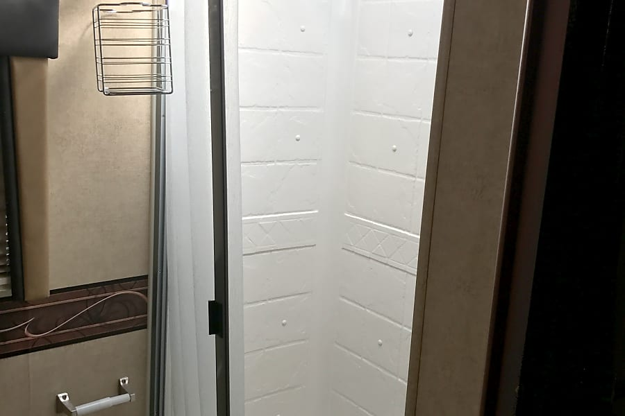 2014 Jayco Redhawk 31XL Joint Base Lewis McChord, WA Shower with curtain