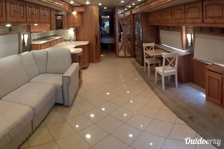interior Luxury Bus - Winnebago Journey 4 slides Cypress, TX
