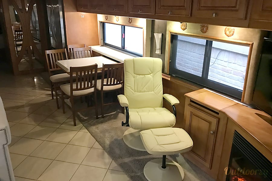Luxury Bus - Winnebago Journey 4 slides Cypress, TX Table and lounge, just of to the right is the large TV and fireplace!