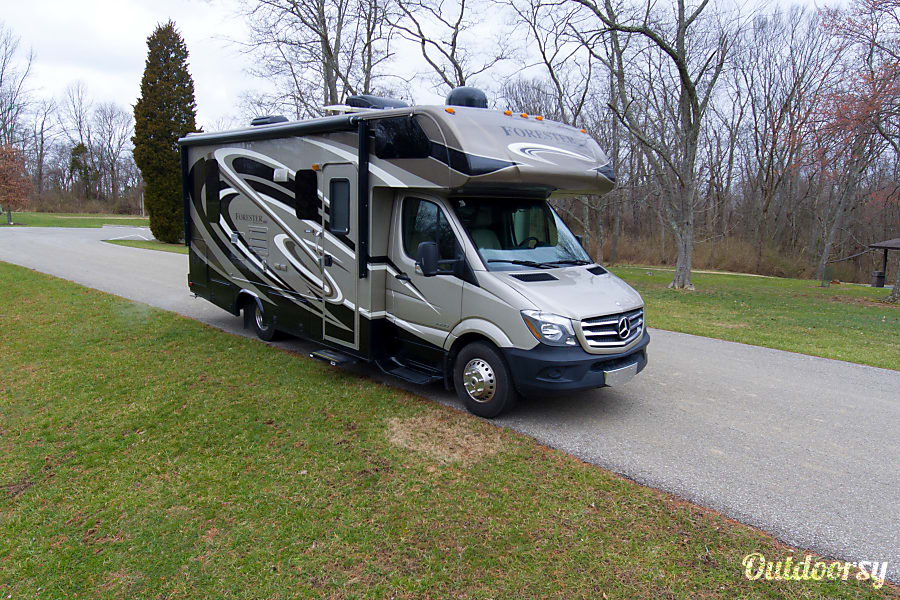 2015 Mercedes Forest River Forester - Luxurious Road Vacation Wilder, KY