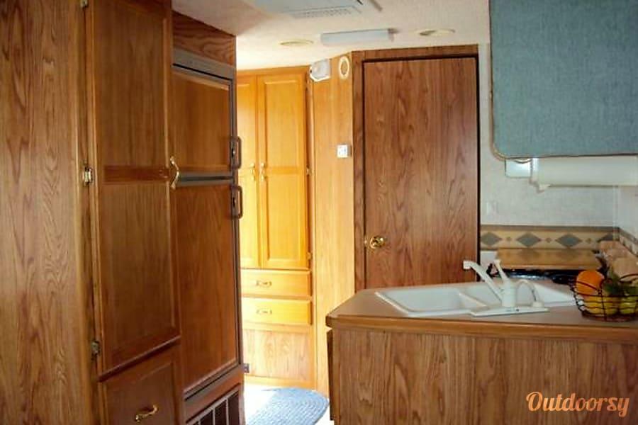 2002 Gulf Stream B Touring Cruiser Oklahoma City, OK For Lease Rent Gulf Stream 5230 BT Cruiser interior kitchen fridge sink