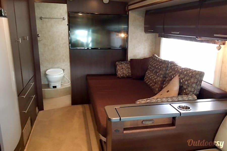 2010 Winnebago Via Fort Worth TX Queen Bed In Slide Out