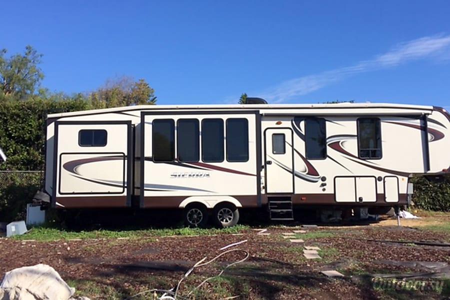 2015 Sierra 308bh5 Fifth Wheel Rental In Malibu Ca Outdoorsy