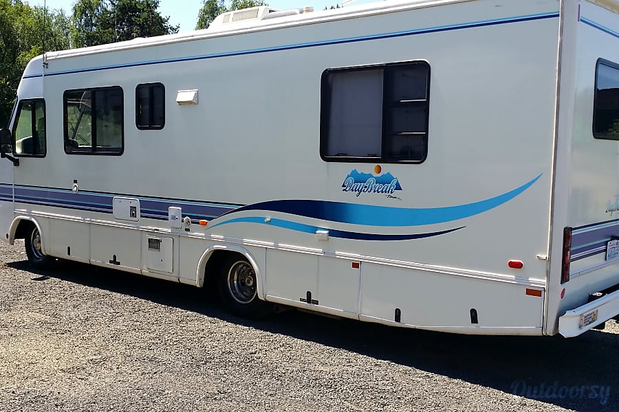 1998 Damon Daybreak Longview, WA left side of rv which all the hookups are on and some storage