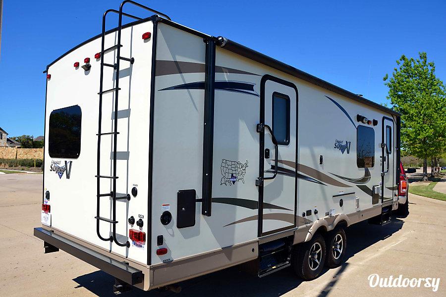 2017 Flagstaff Super V Lite 26VFKS Porter, TX Private bedroom entrance