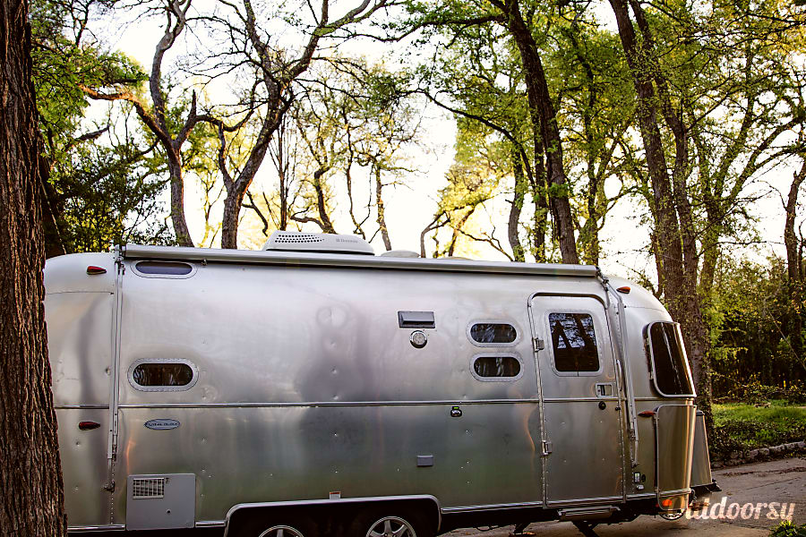 exterior 2017 Airstream Flying Cloud Dallas, TX