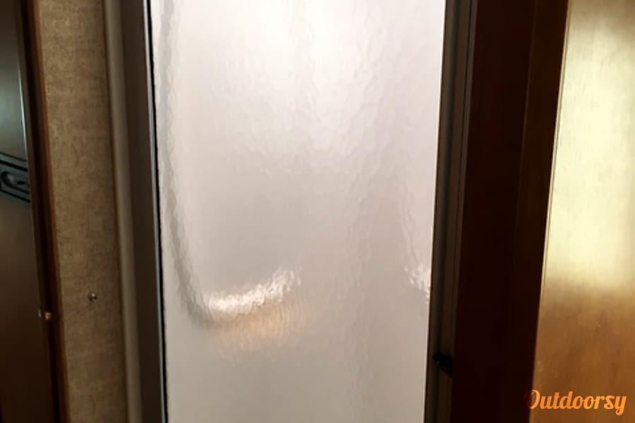 2016 Itasca Spirit Wright City, MO shower