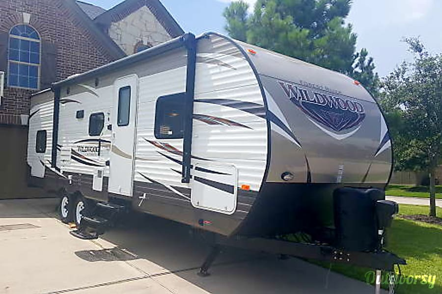 exterior Making Memories? Clean and Roomy RV - 1/2 Ton towable - Weight distribution hitch included.  Satellite TV and all the extras. Pet friendly. Atascocita, TX