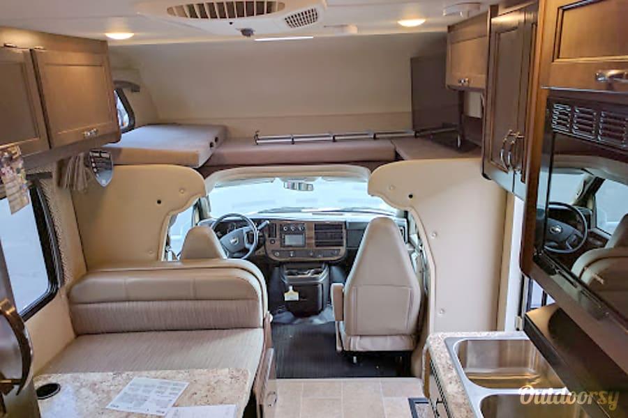 "interior ""Comfy"" 2017 Thor Motor Coach Chateau Cleveland, TN"