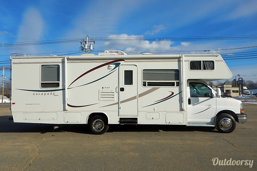 CHEVY 28FT CLASS C RV DRIVES LIKE A CAR SLEEPS 8 NICK NAME (MATTHEW) Las Vegas, NV