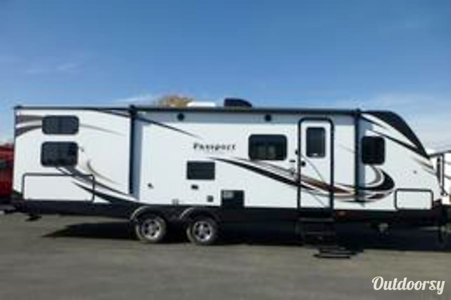exterior New 2017 Passport Ultra Lite 2920BH Elberfeld, Indiana