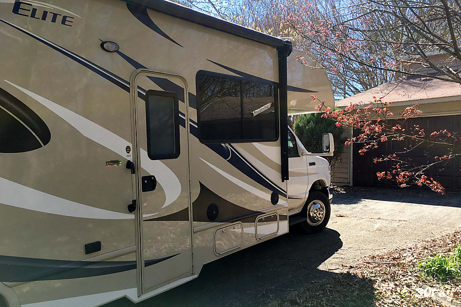 Thor Motor Coach Freedom Elite 28H Marietta, GA 2 Awnings - One on both both sides!
