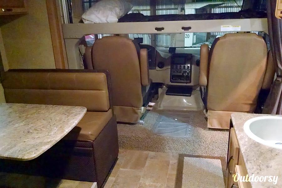 2015 Thor Motor Coach Axis Paris, IL
