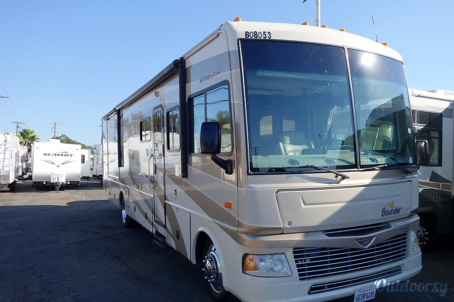 2008 Fleetwood Bounder 2 Slides & 2 Bathrooms Encinitas, CA