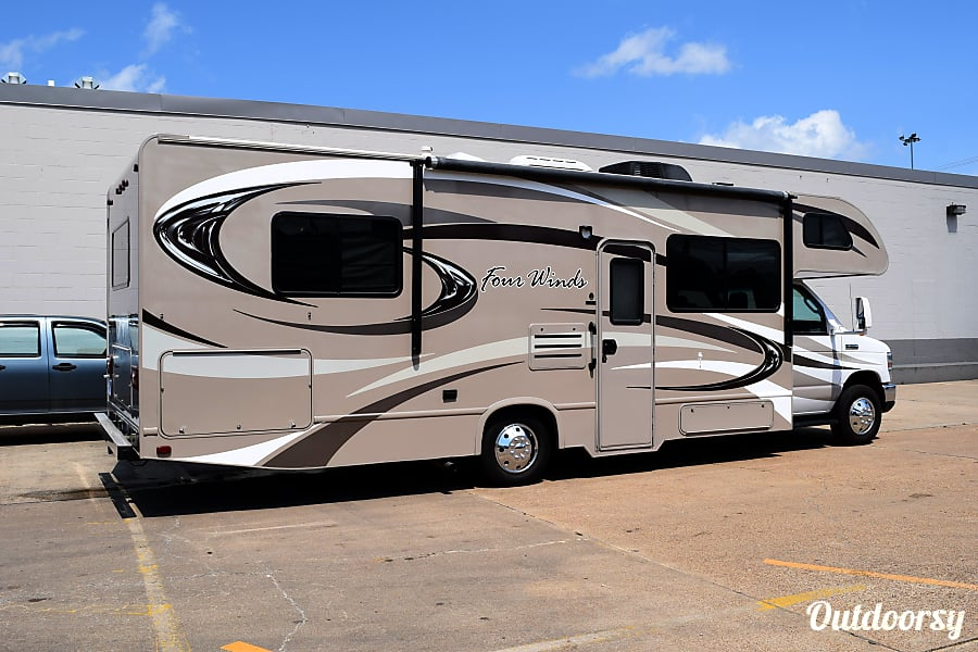 """exterior 2015 Thor Motor Coach Chateau (29') - nicknamed """"Brownsville"""" Houston, TX"""