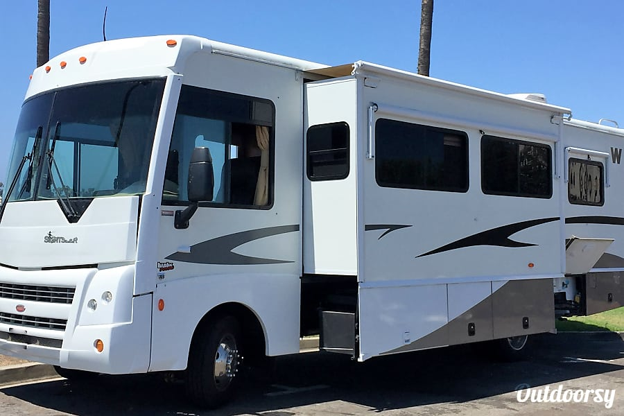 2008 Winnebago Sightseer Motor Home Class A Rental In San