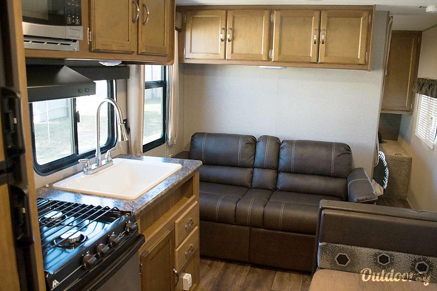 RV 36: 2017 Keystone Summerdale 2600 TB Herndon, VA