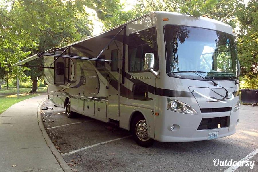exterior 2015 Thor Motor Coach Hurricane Horizon City, TX