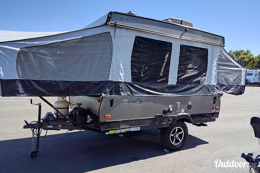 exterior 11' Forest River Rockwood Popup Camper Pflugerville, TX