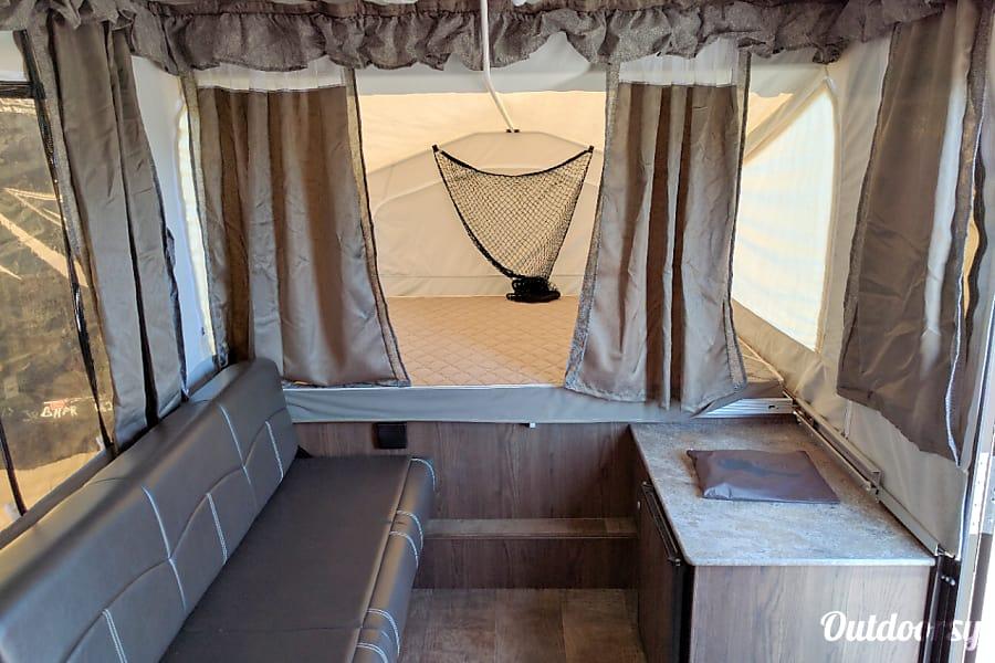 11' Forest River Rockwood Popup Camper Pflugerville, TX