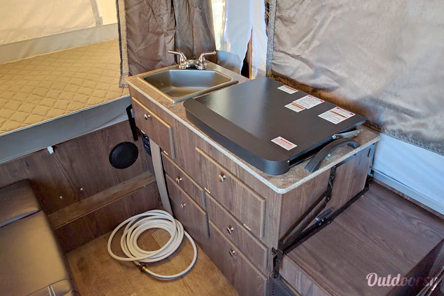 11' Forest River Rockwood Popup Camper Pflugerville, TX Kitchen