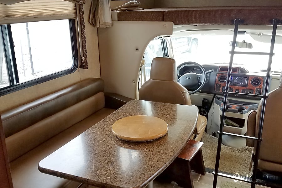 interior 2016 Thor Motor Coach Four Winds La Porte, IN
